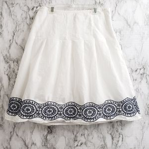Ann Taylor White & Blue Embroidery Skirt Size 2